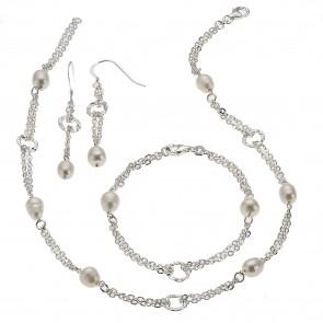Set aus Ketten und Ohrschmuck mit Perlen